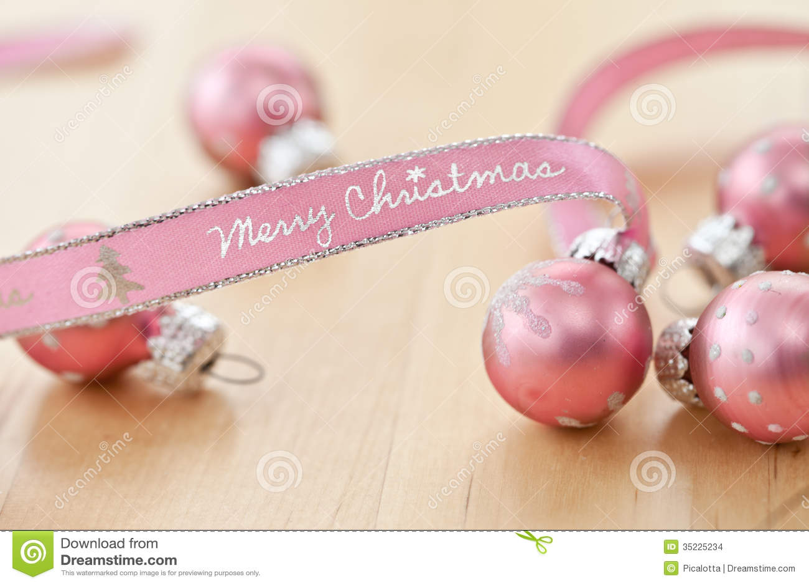 frohe weihnachten geschrieben auf rosa band stockbilder. Black Bedroom Furniture Sets. Home Design Ideas