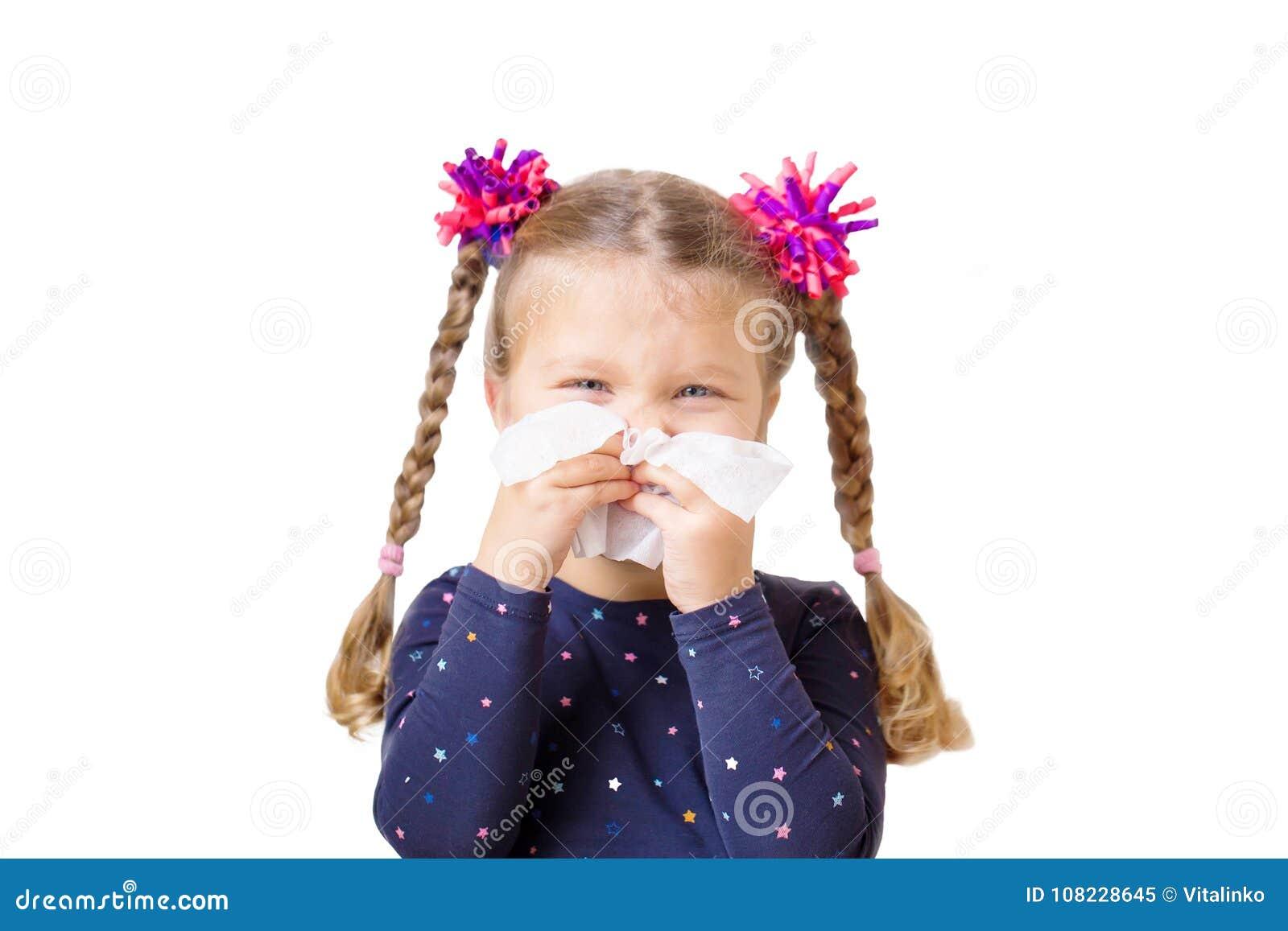Froid du ` s d enfants La petite fille a un écoulement nasal