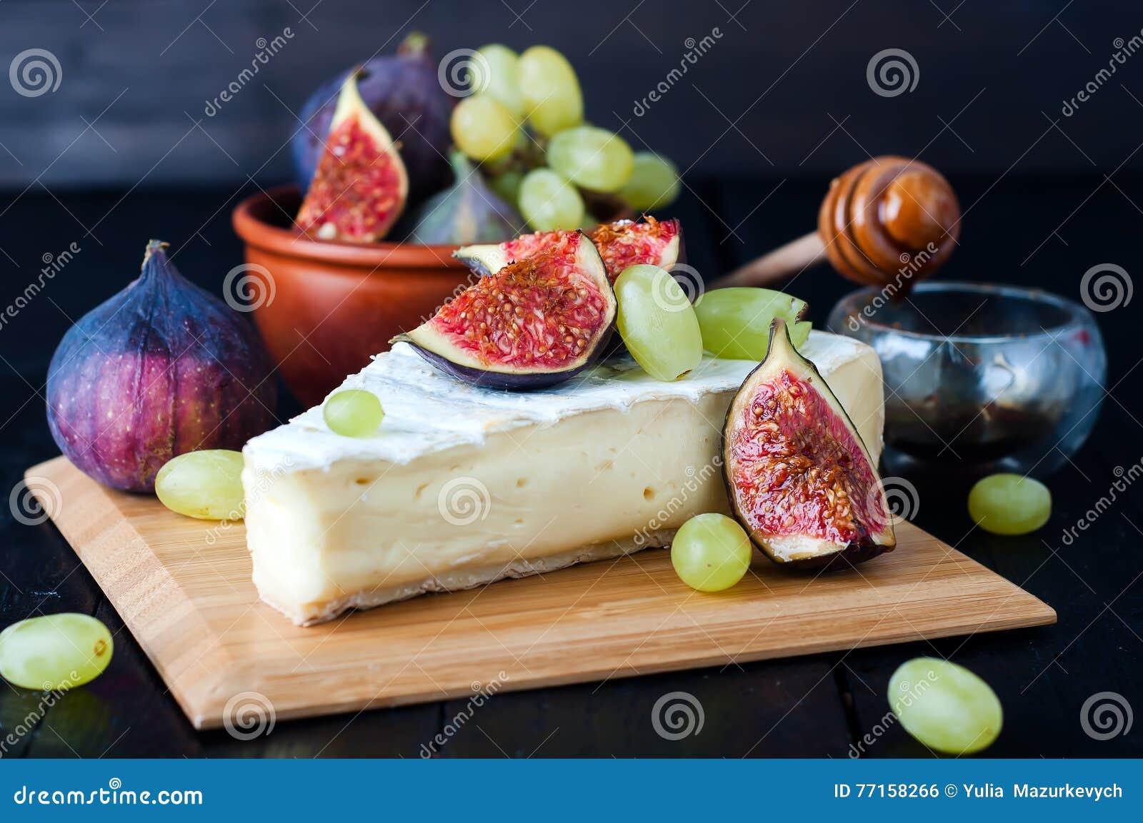 Fromage avec la figue et le raisin