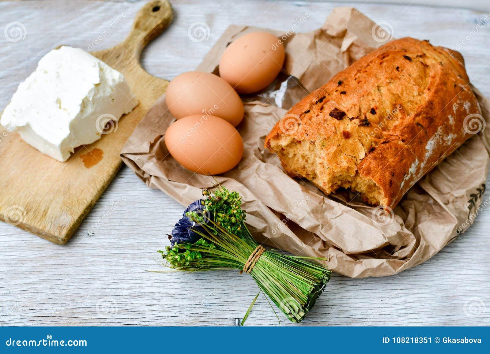 Fromage, lait, pain et oeufs