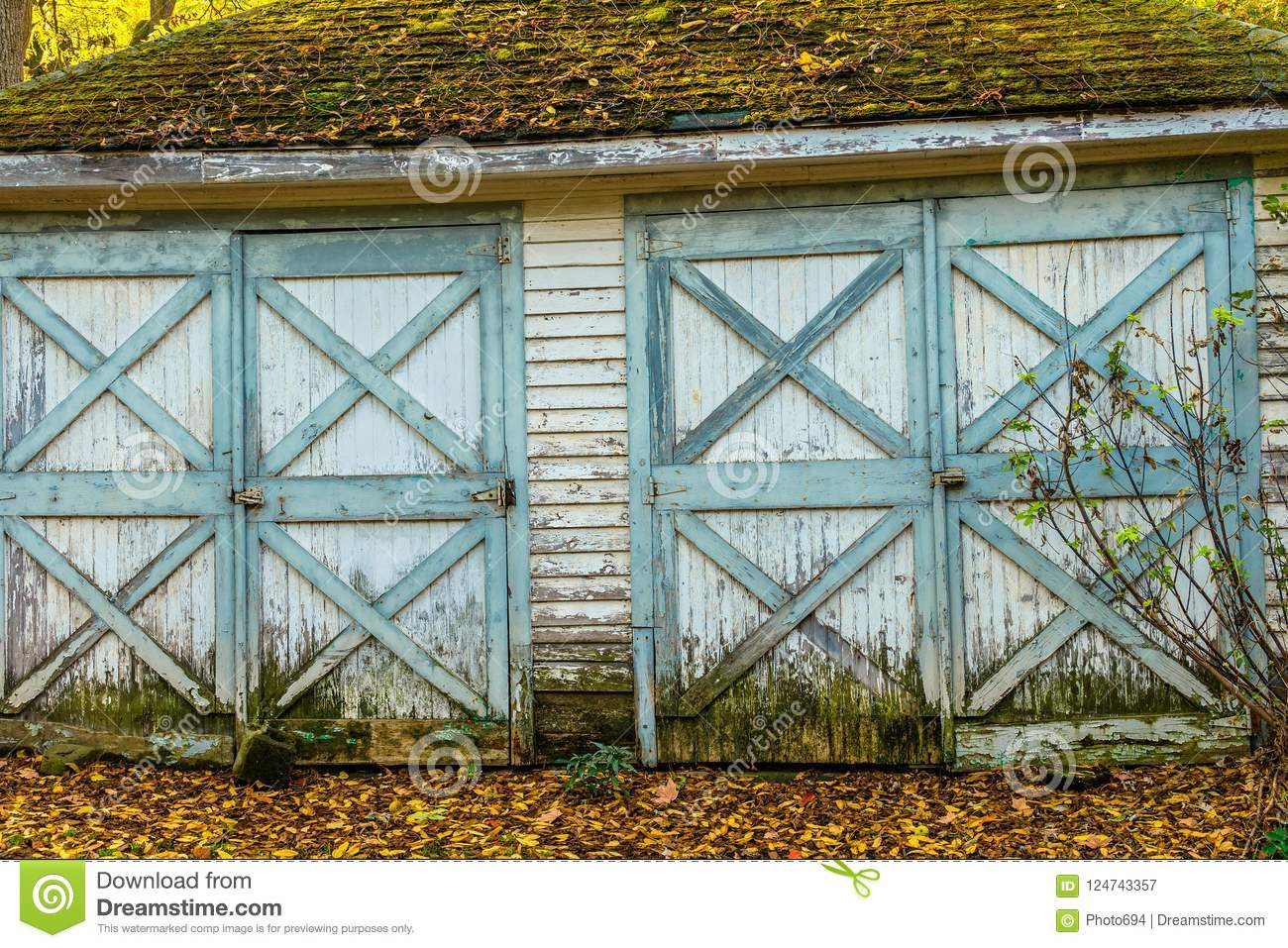 Old Weathered Worn Out Double Garage Doors Stock Image Image Of Outdoors Hinged 124743357