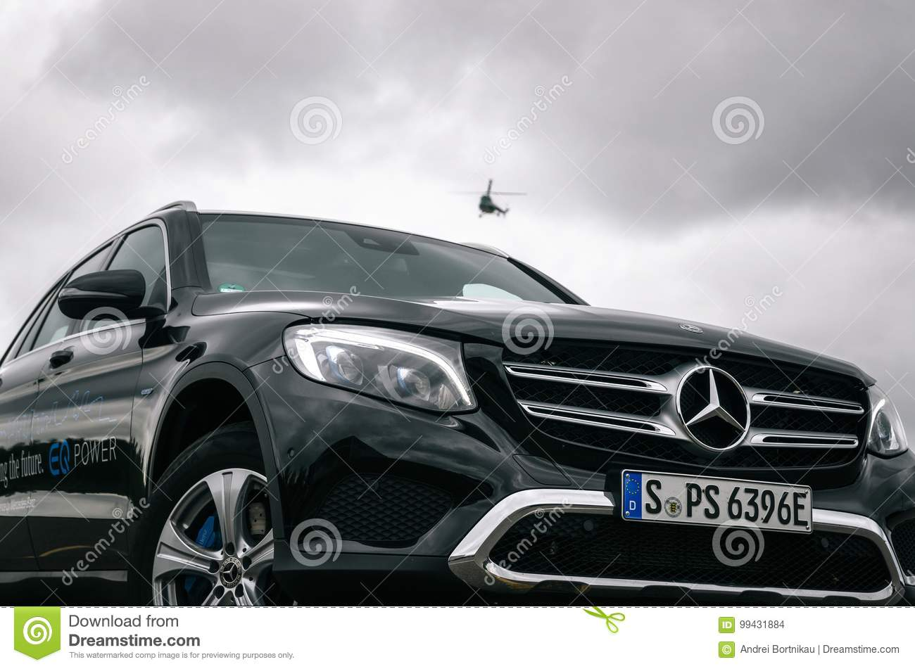 front view of mercedes benz glc 350 e plug in hybrid. Black Bedroom Furniture Sets. Home Design Ideas