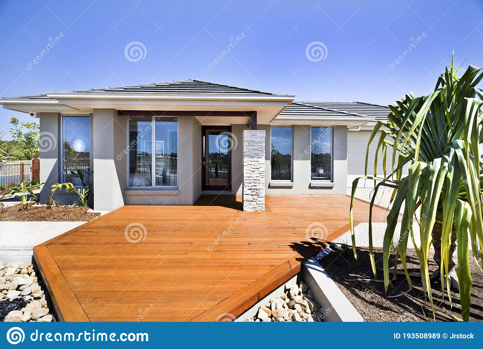 Front View Of Modern And Luxury House Exterior Stock Image Image Of Home Concrete 193508989