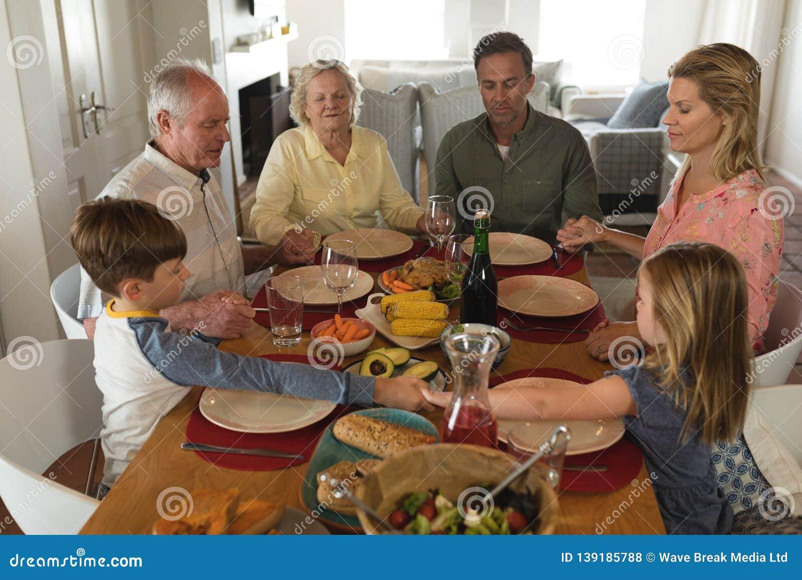 family praying around table - HD1600×1156