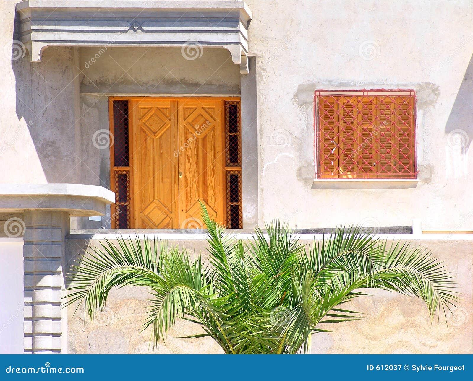Frontage of tunisian house stock image image 612037 for Maison de senteur tunisie adresse