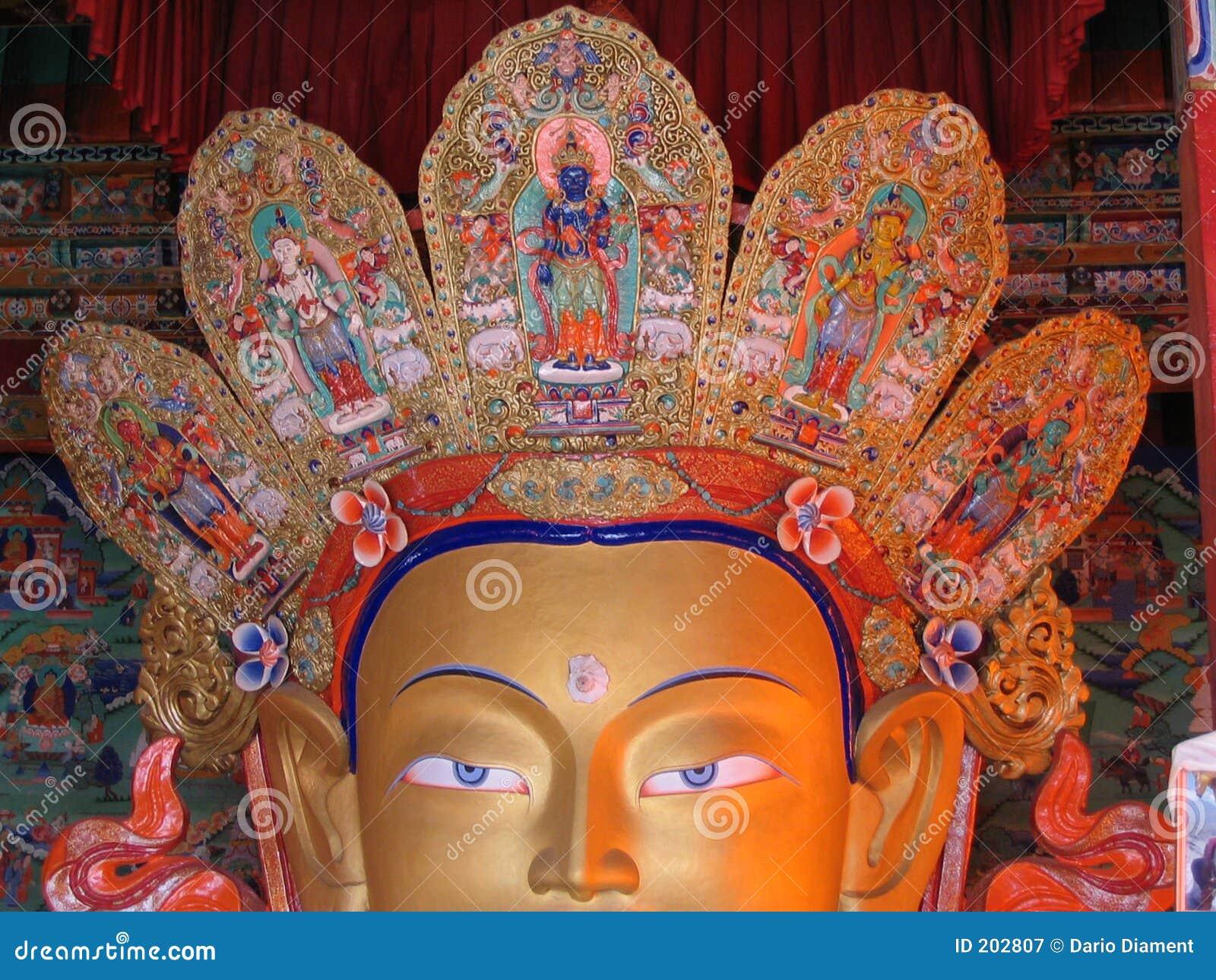 Fronte della statua del Buddha