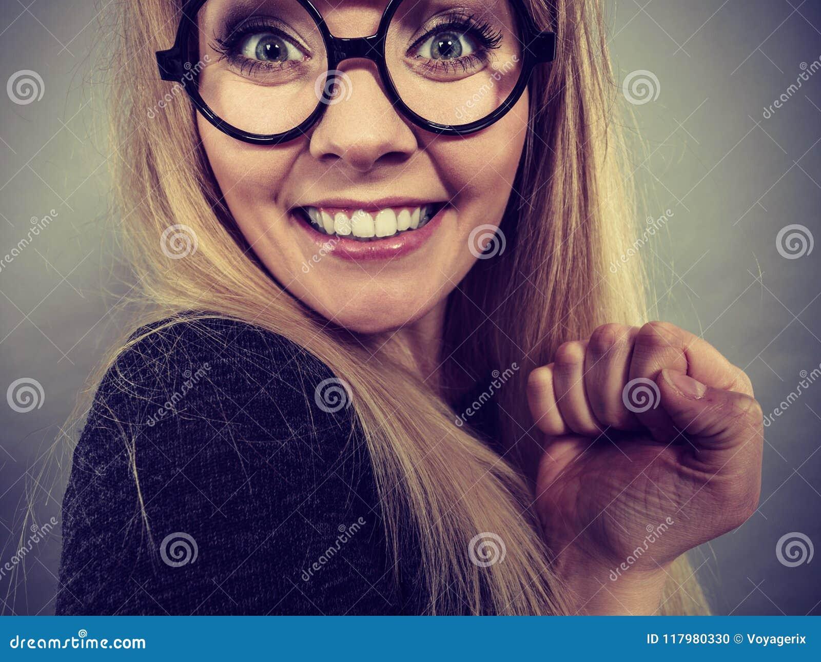Download Fronte Felice Della Donna Del Primo Piano Con Gli Occhiali Fotografia Stock - Immagine di grande, bizzarro: 117980330