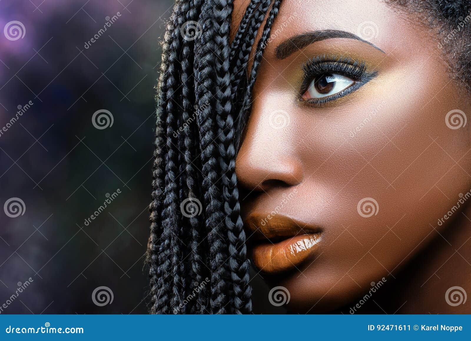 Fronte femminile di bellezza africana con le trecce immagine stock immagine di ebano concetto - Le finestre di fronte ...