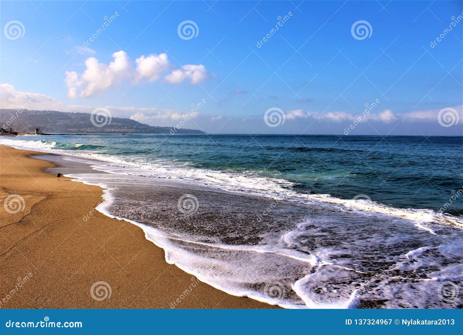 Fronte mare alla spiaggia California di Hermosa nella contea di Los Angeles, California, Stati Uniti