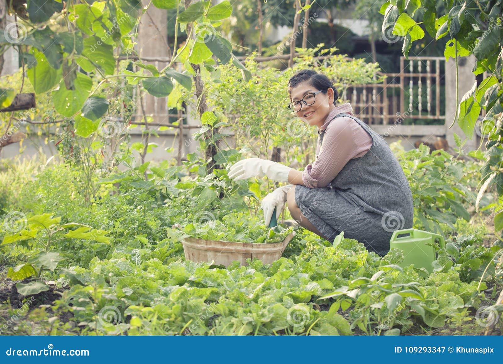 lavorare nel giardinaggio