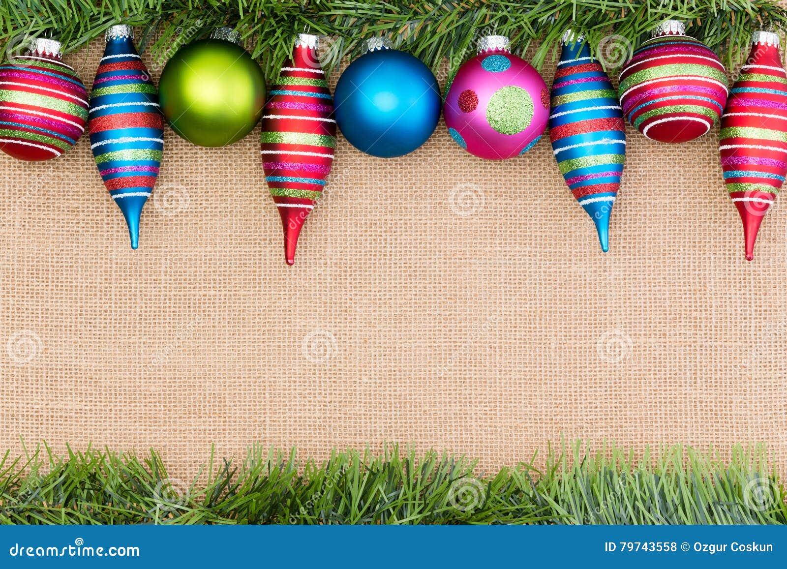 Frontera brillantemente coloreada de los ornamentos de la Navidad