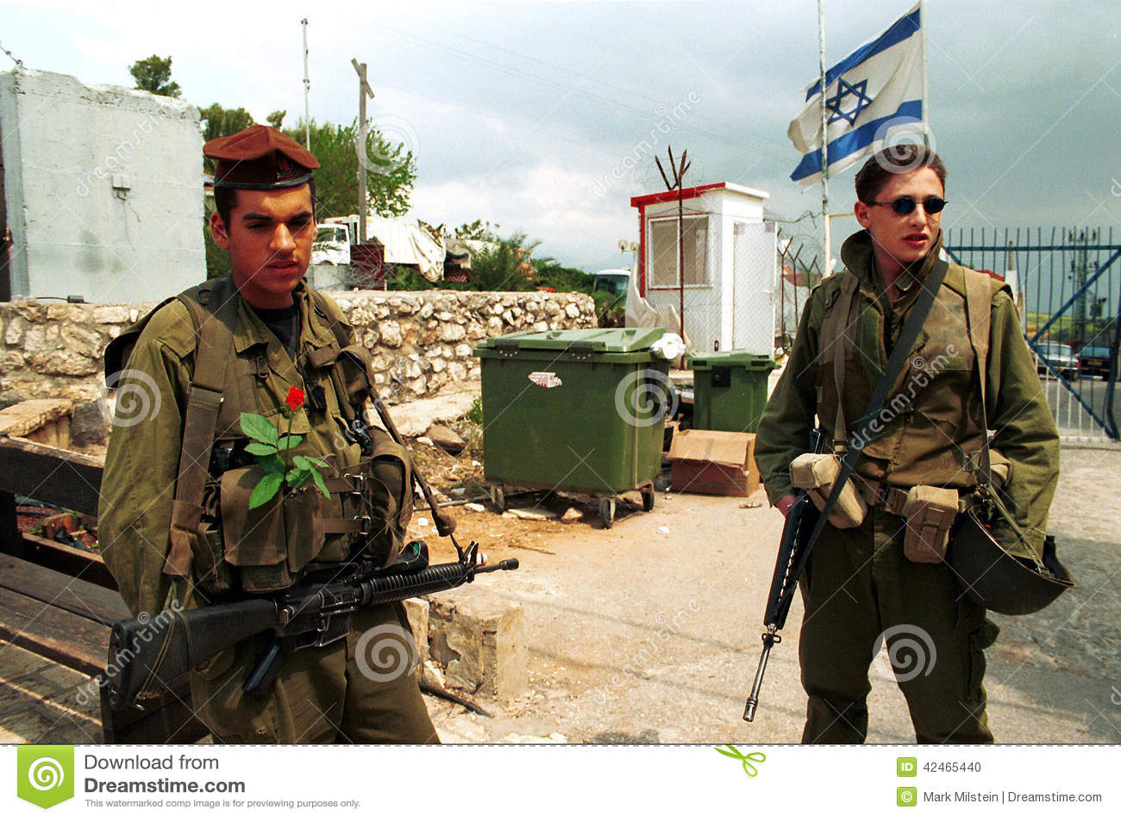 Metula Israel  City pictures : metula israel el 22 de marzo de 2000 los soldados israelíes guardan ...