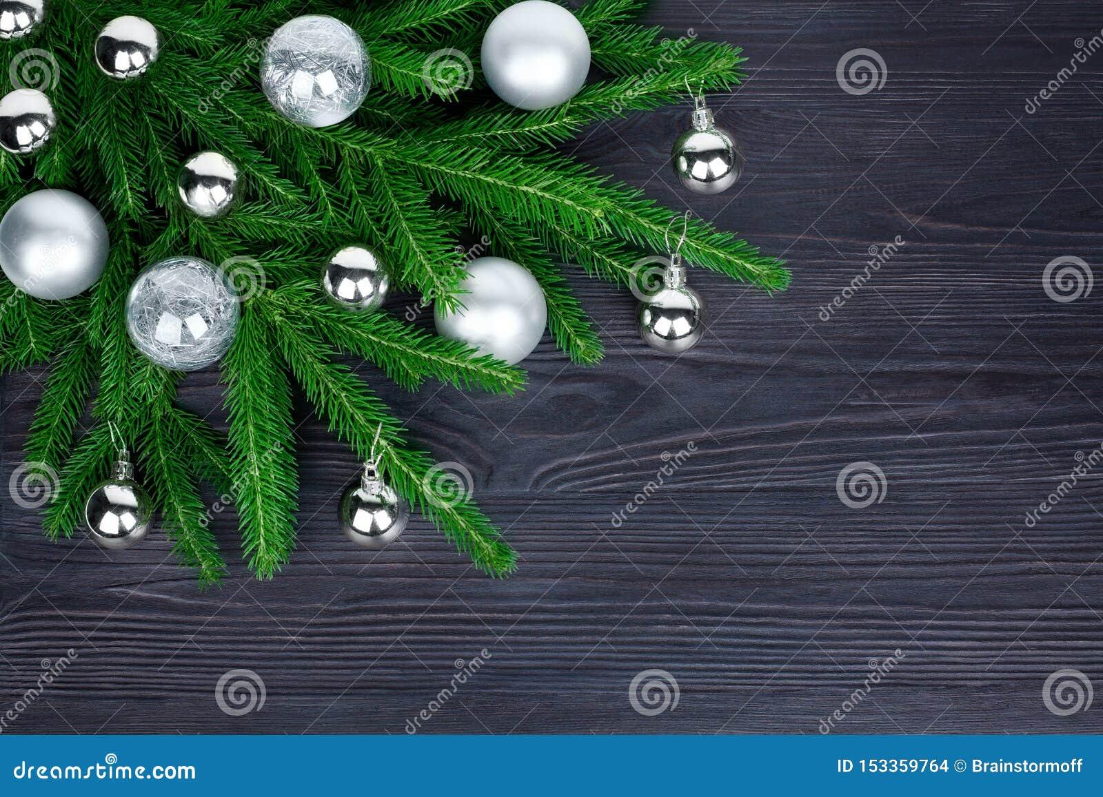 Frontera de la esquina festiva de la Navidad, marco decorativo del Año Nuevo, decoraciones de plata brillantes de las bolas de cr