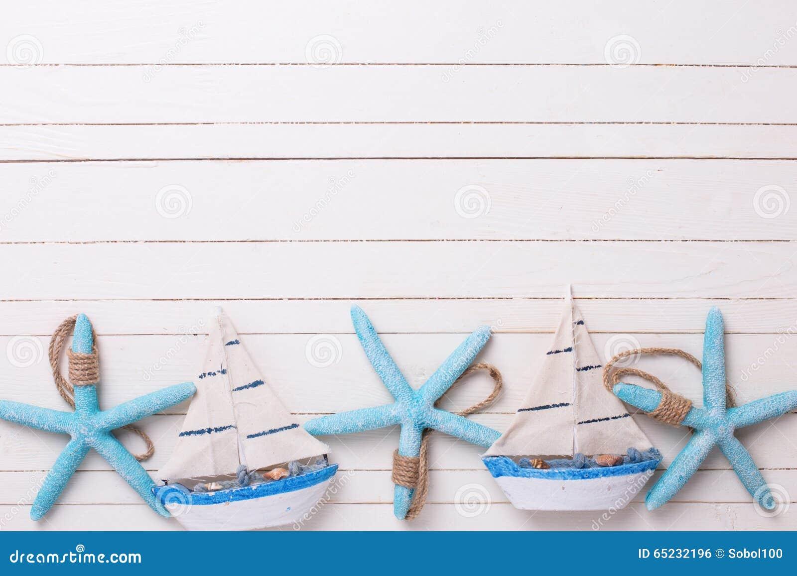 frontera de los barcos de navegacin decorativos y de los artculos marinos en de madera foto