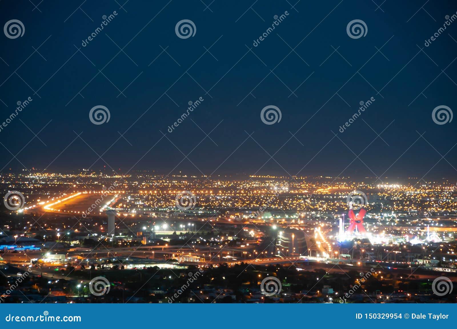 Frontera de los E.E.U.U./de México, El Paso, TX/Juarez Chichuahua en la noche