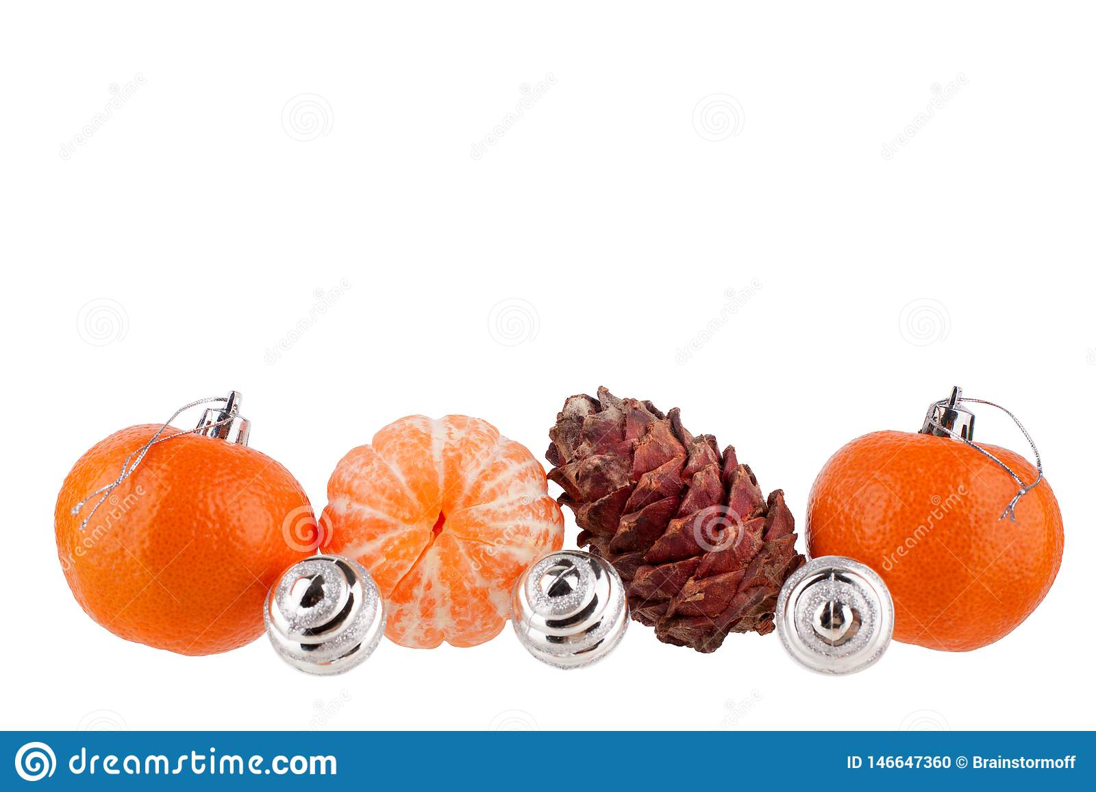 Fronti?re de nouvelle ann?e et de No?l, boules de No?l, mandarines, c?ne de pin, ornement ou mod?le pour la carte de voeux, banni