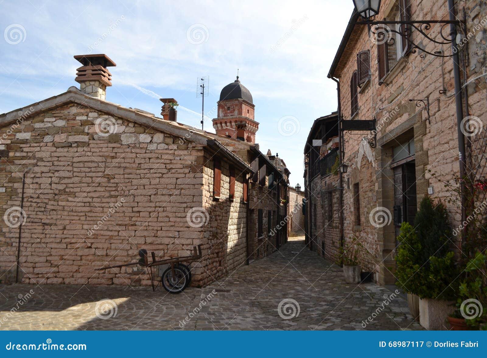 Frontone - pueblo en Italia
