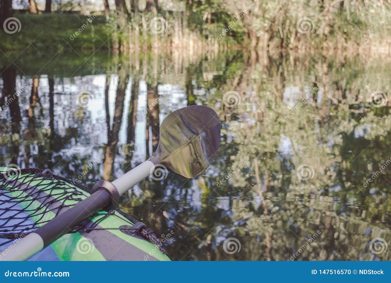 Frontowa strona paddle i kajak