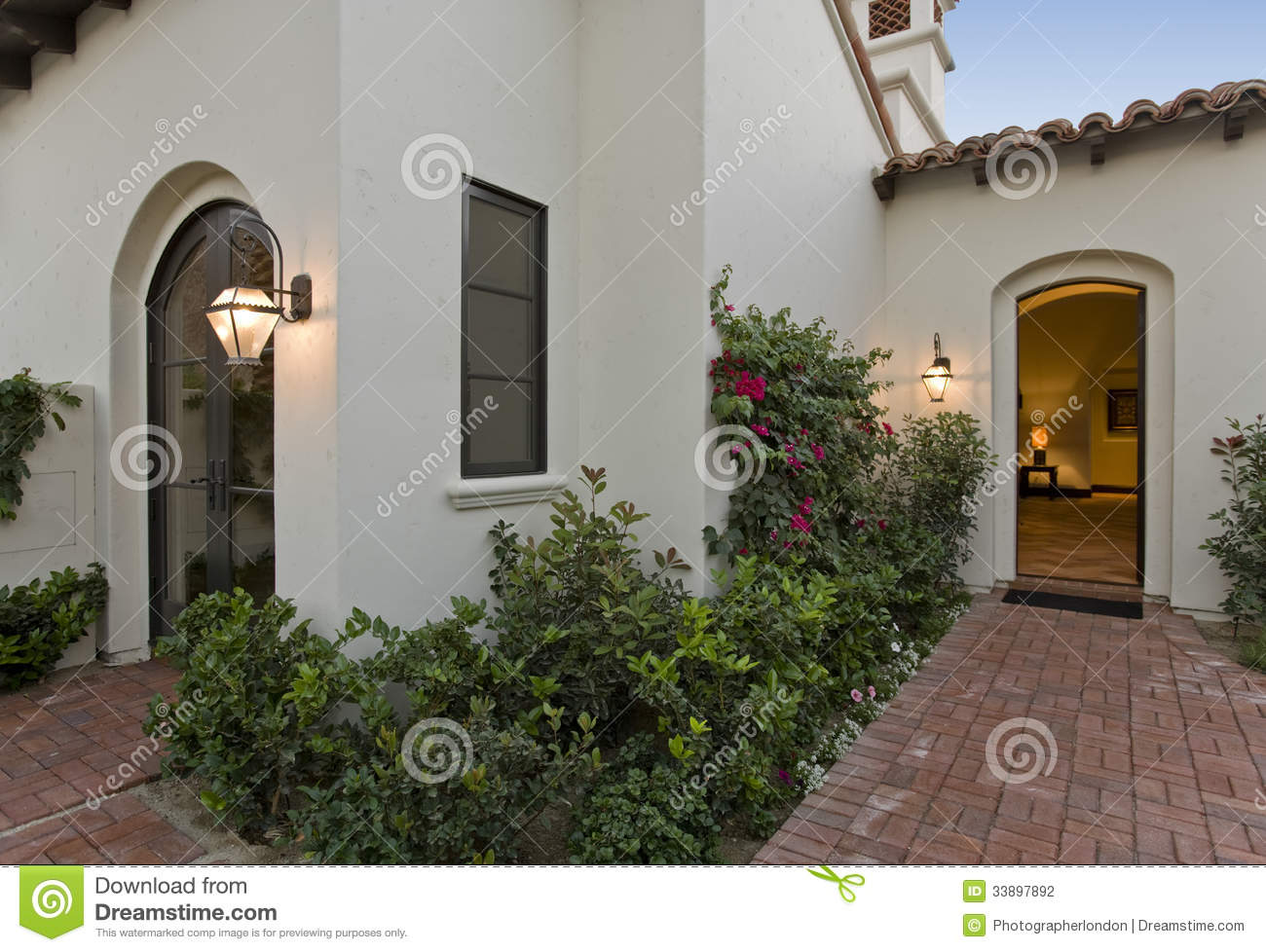 Frontyard of modern house stock photography image 33897892 for Modern house plants