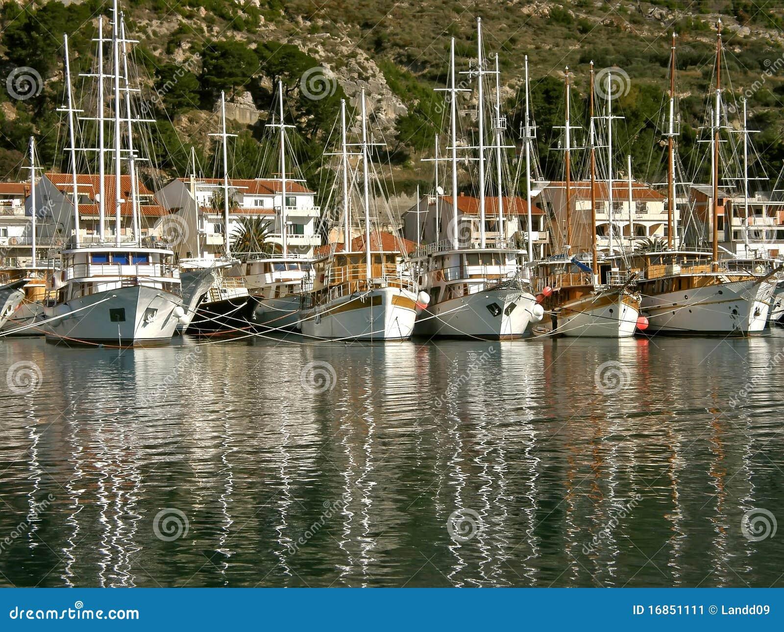 Frota de barcos de turista