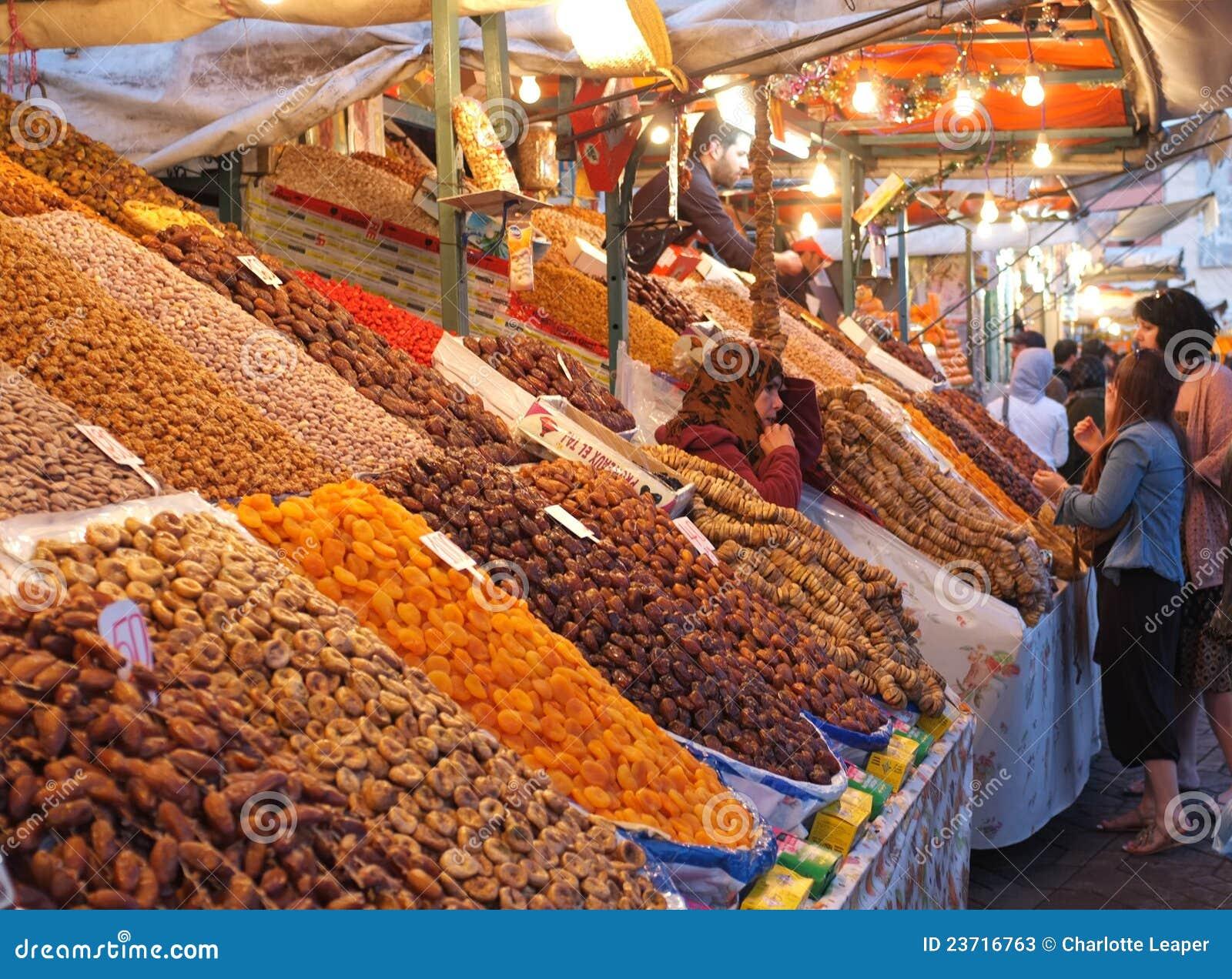 Frucht- und Datumströmungsabriß in Marrakesch Medina
