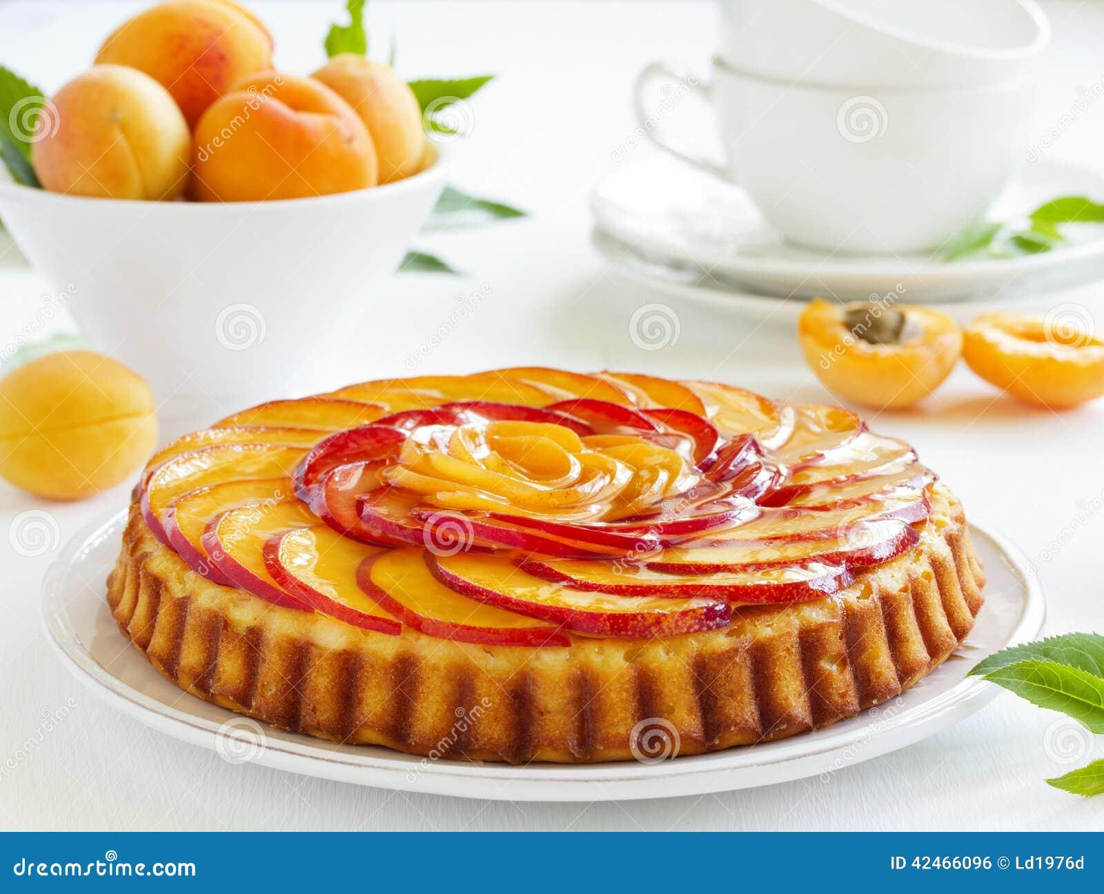 Fruchtkuchen mit Pfirsichen