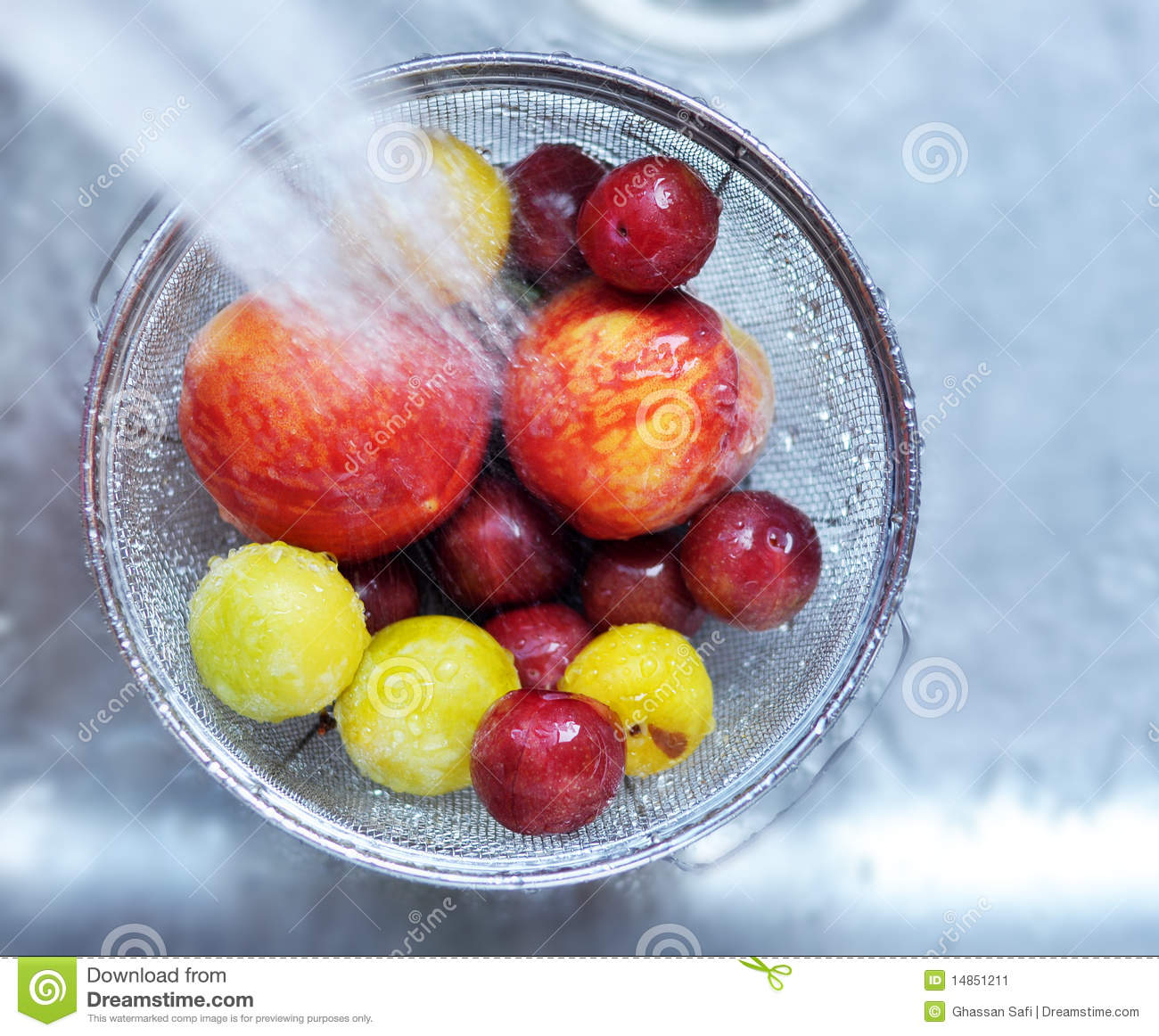 Fruit_cleaning_01