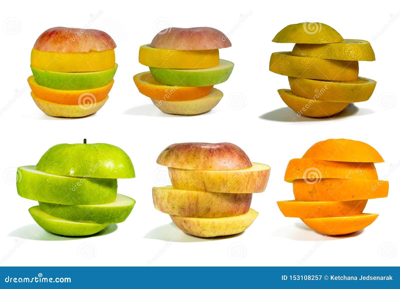 Fruit coupé en tranches, empilé d isolement pour ajouter des chemins sur un fond blanc