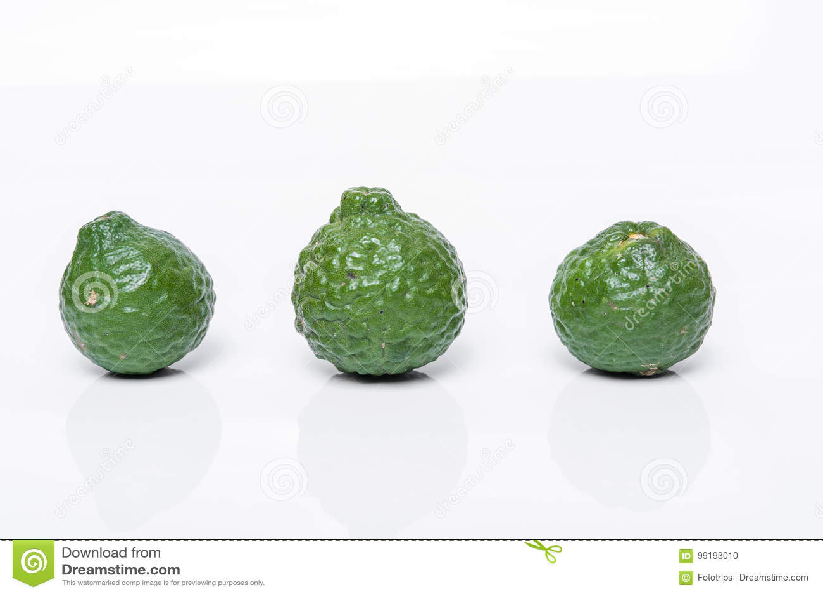 fruit de bergamote bergamote sur le fond blanc photo stock image du cuisine p trole 99193010. Black Bedroom Furniture Sets. Home Design Ideas