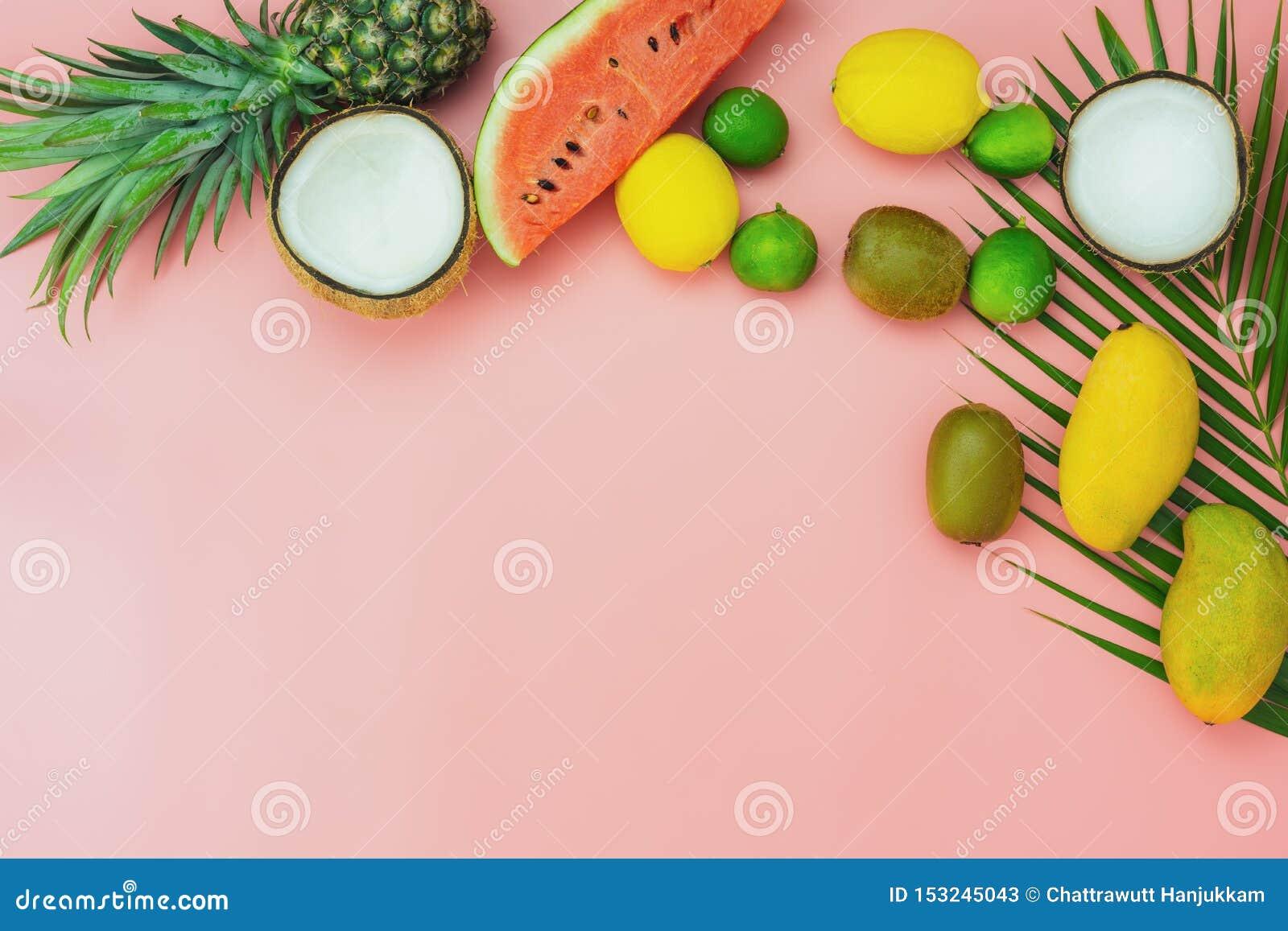 Fruit de vue supérieure de Tableau tropical avec le concept de fond de vacances d été et de vacances de ressort
