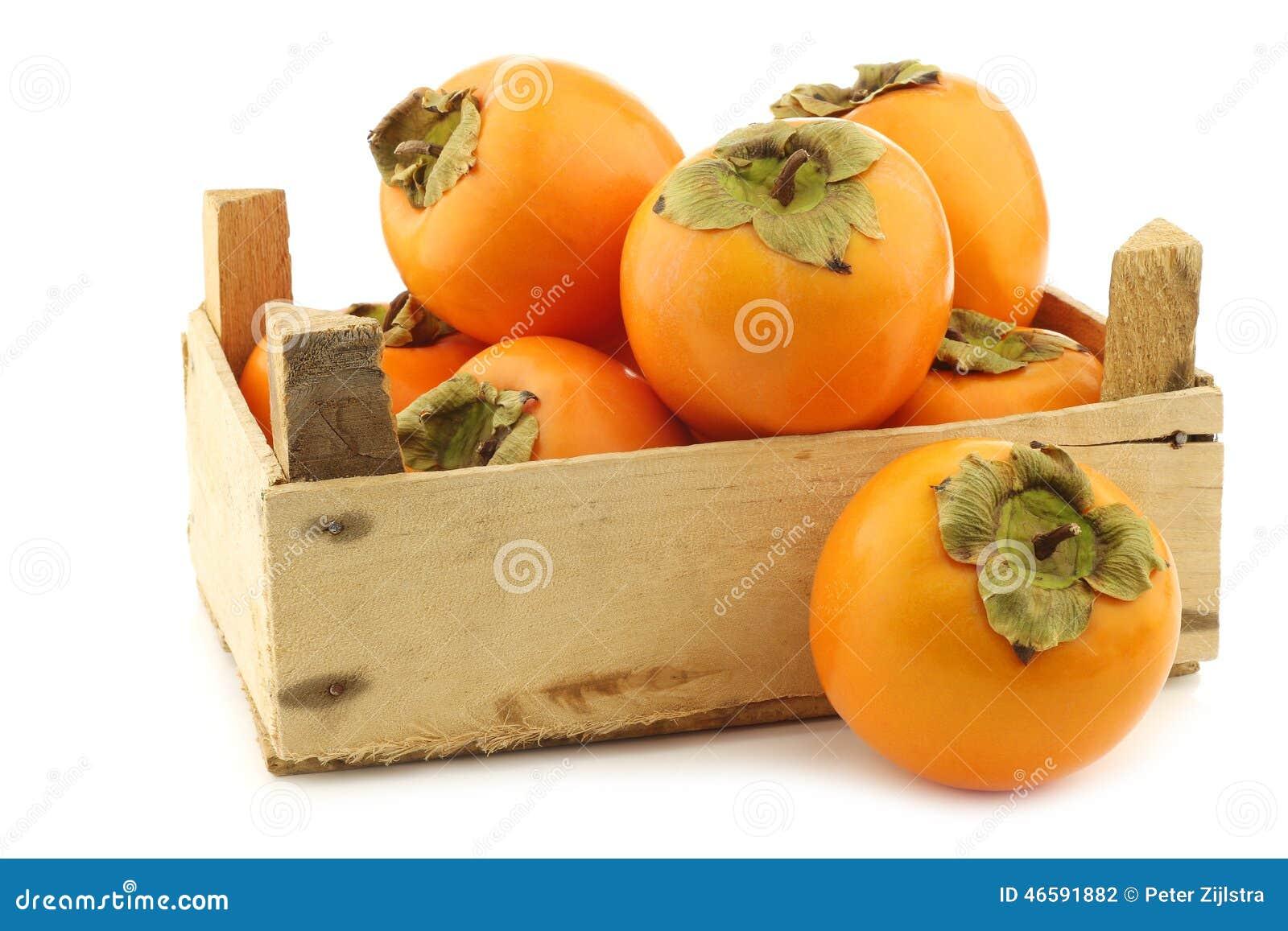 fruit frais de kaki dans une caisse en bois photo stock image 46591882. Black Bedroom Furniture Sets. Home Design Ideas