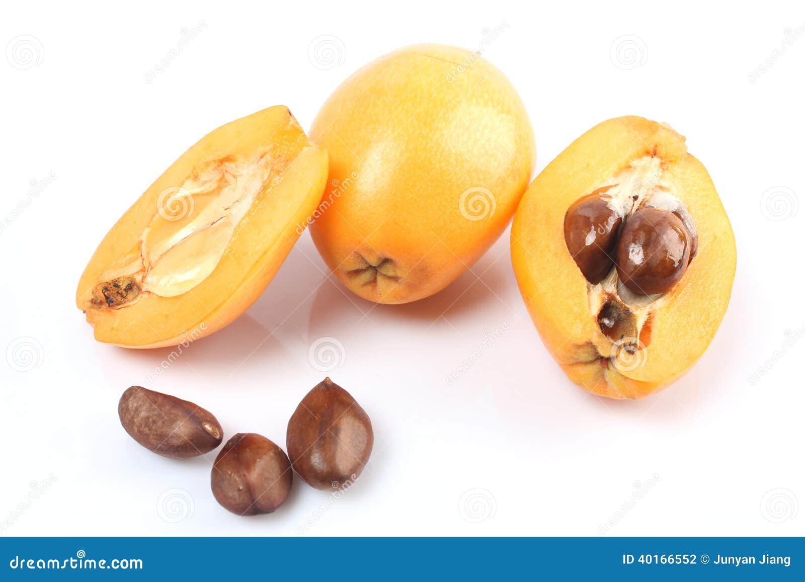 Fruit frais de loquat cognassier du japon d 39 eriobotrya et une coupe une photo stock image du - Pommier du japon fruit ...
