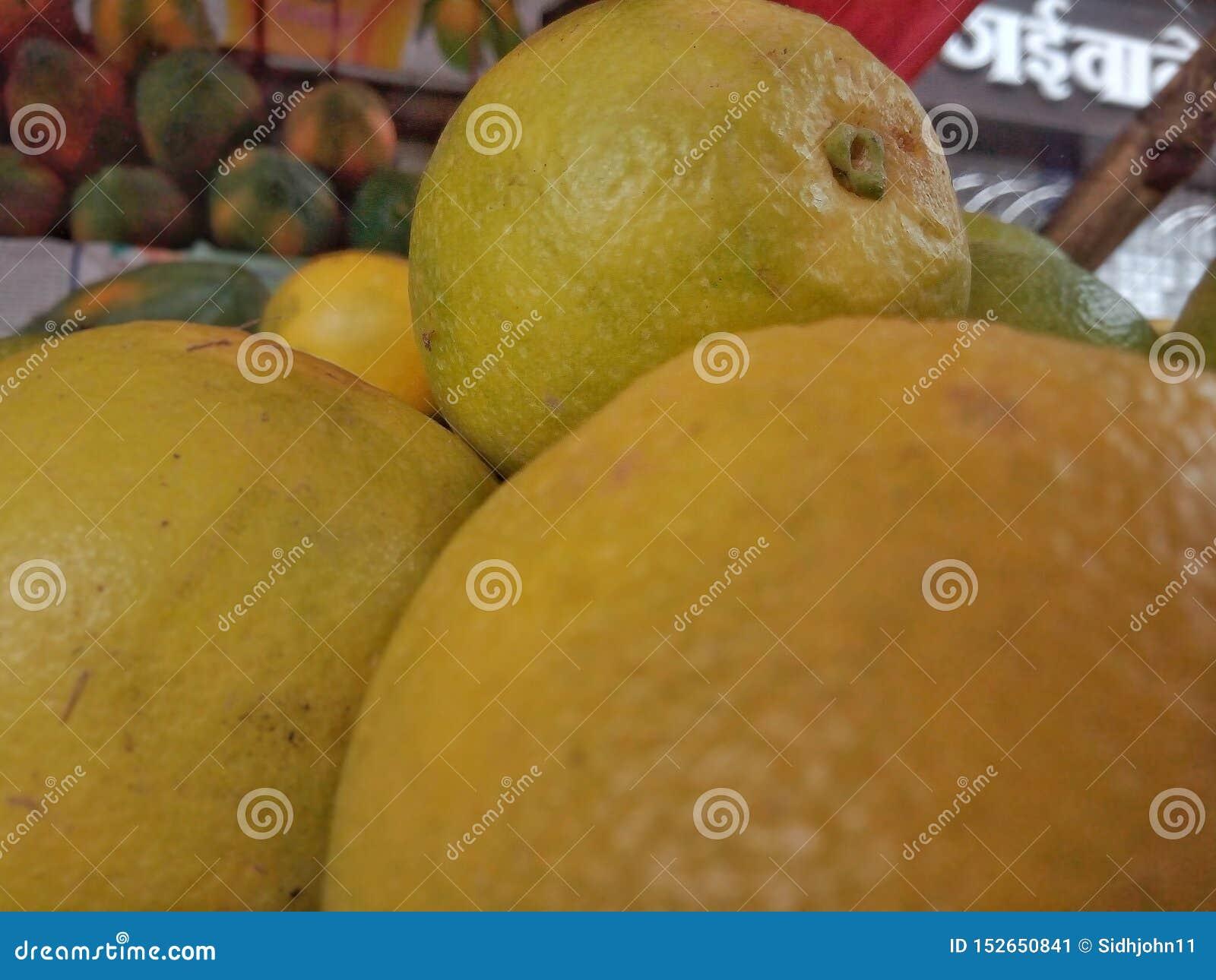 Fruit parfait sain jaune savoureux