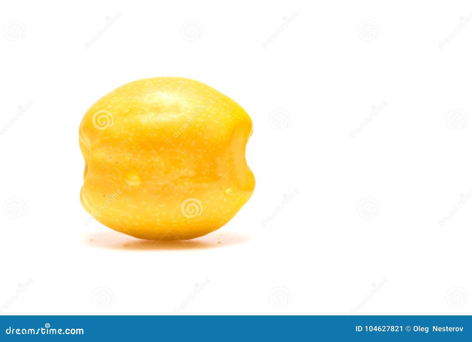 Download Fruit Van Kweepeer Op Een Witte Achtergrond Stock Afbeelding - Afbeelding bestaande uit japans, installatie: 104627821