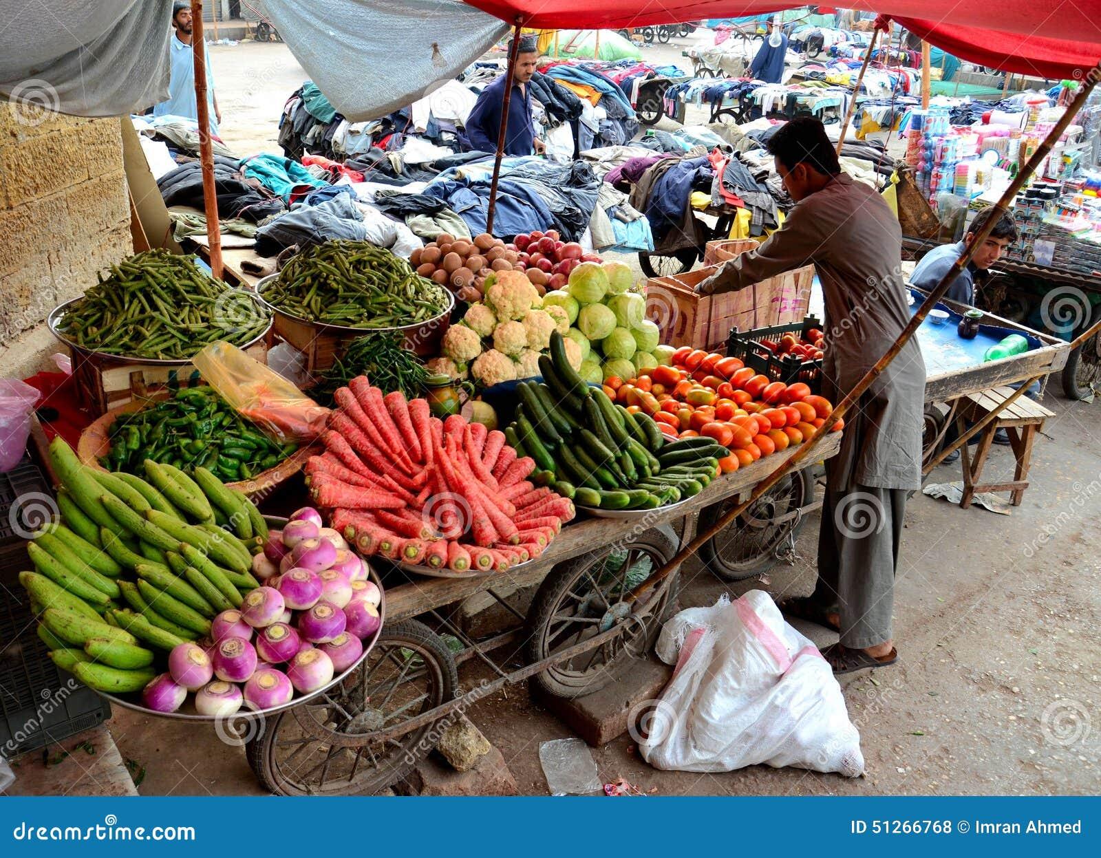 Street vendor in pakistan - Carro de frutas ...