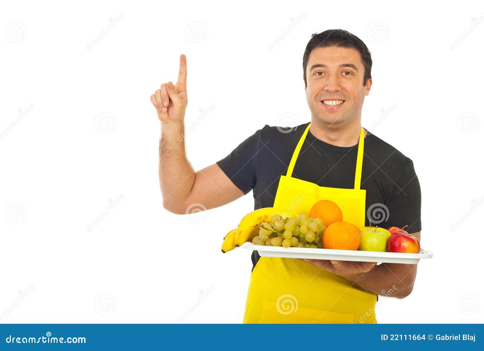 Fruiterer som pekar att le uppåt