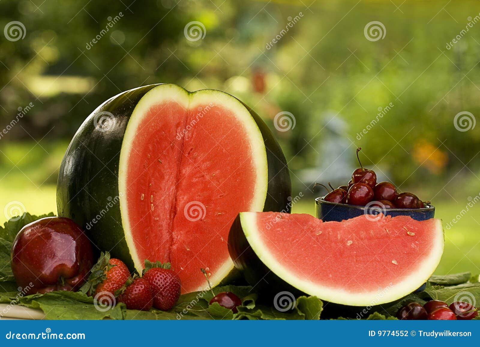 Fruits красный цвет