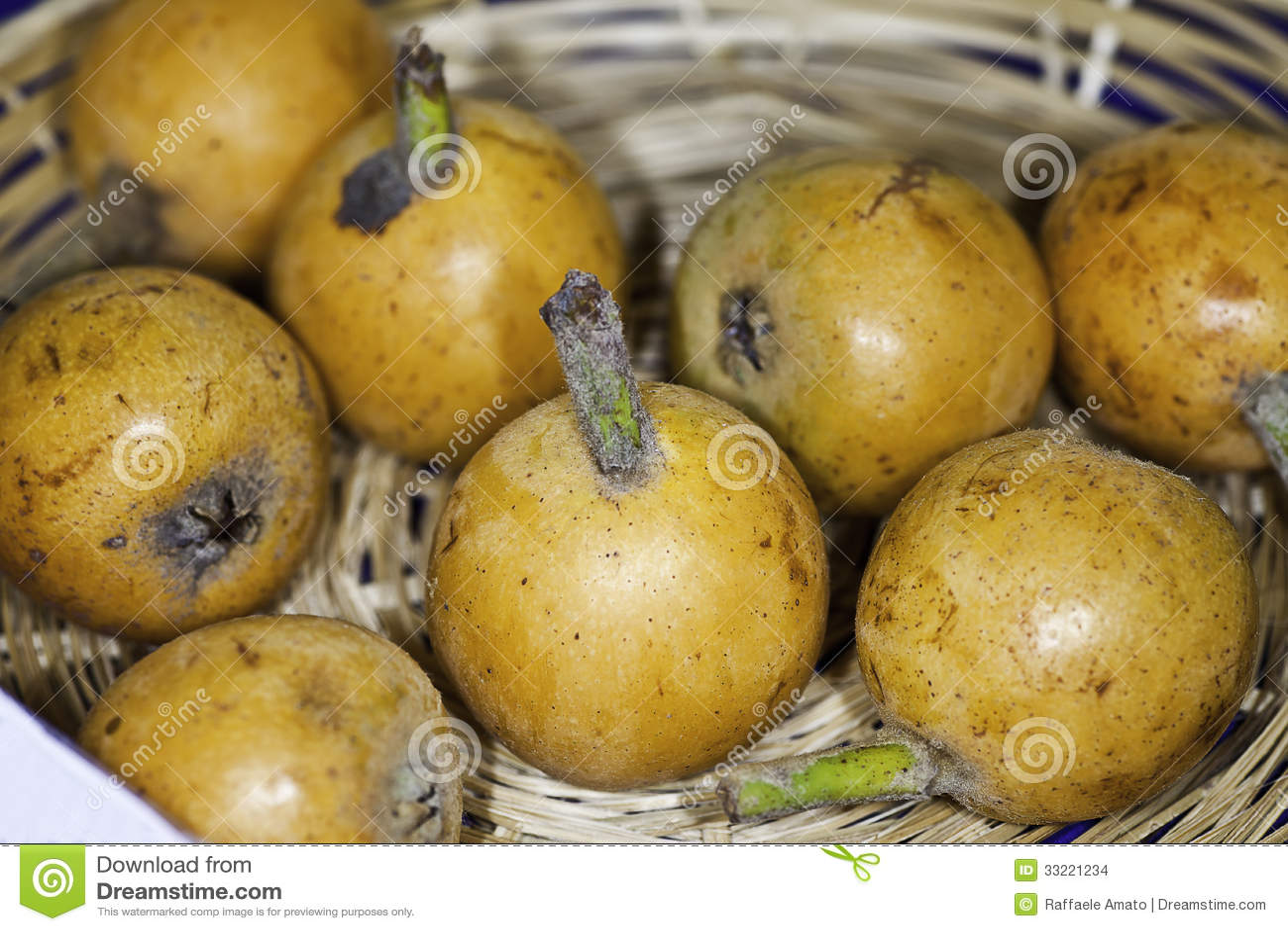 Fruits de cognassier du japon lindl d 39 eriobotrya de l 39 italie nespolo del giappon photo stock - Pommier du japon fruit ...