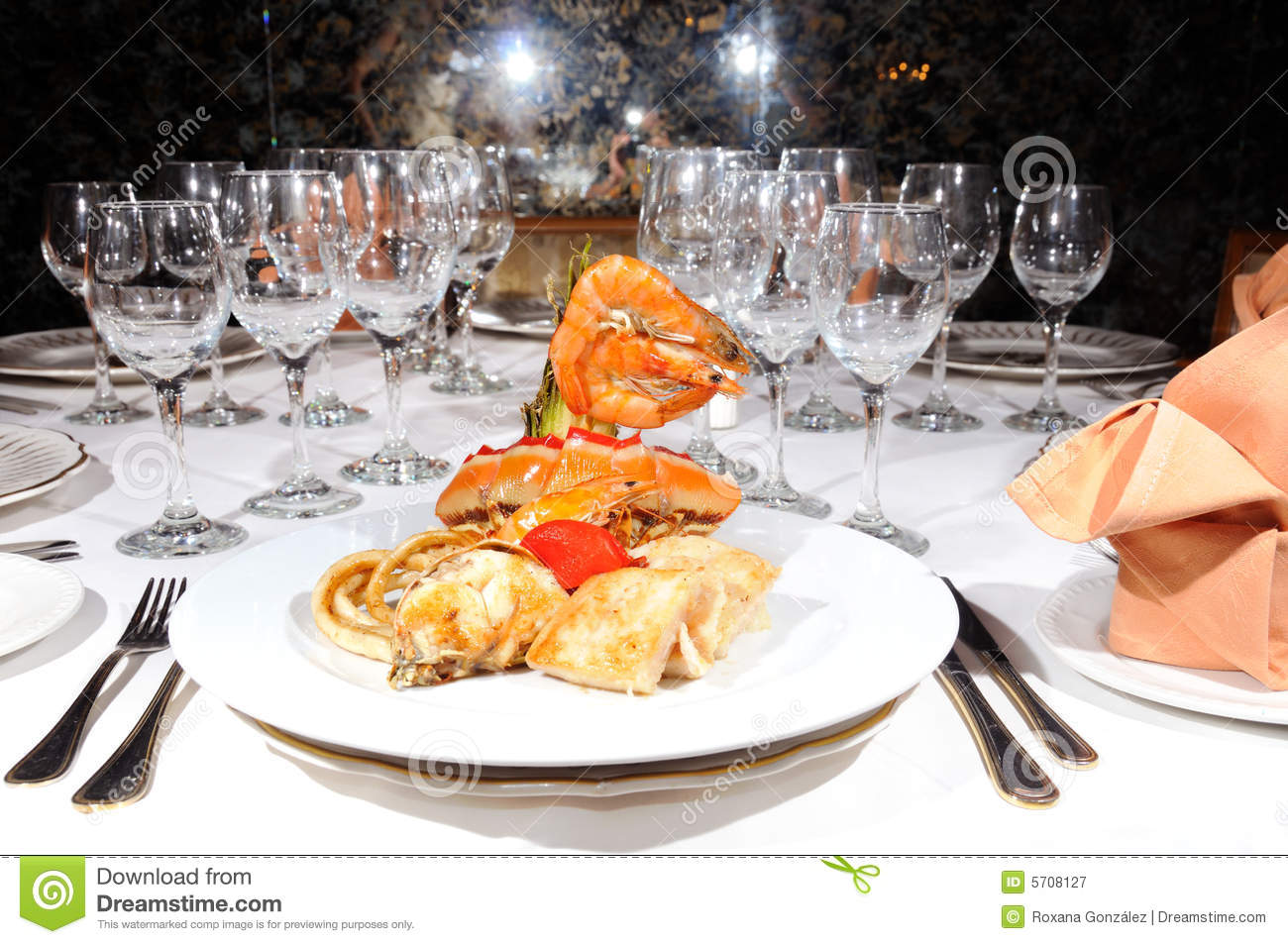 fruits de mer sur le restaurant de luxe image stock image 5708127. Black Bedroom Furniture Sets. Home Design Ideas