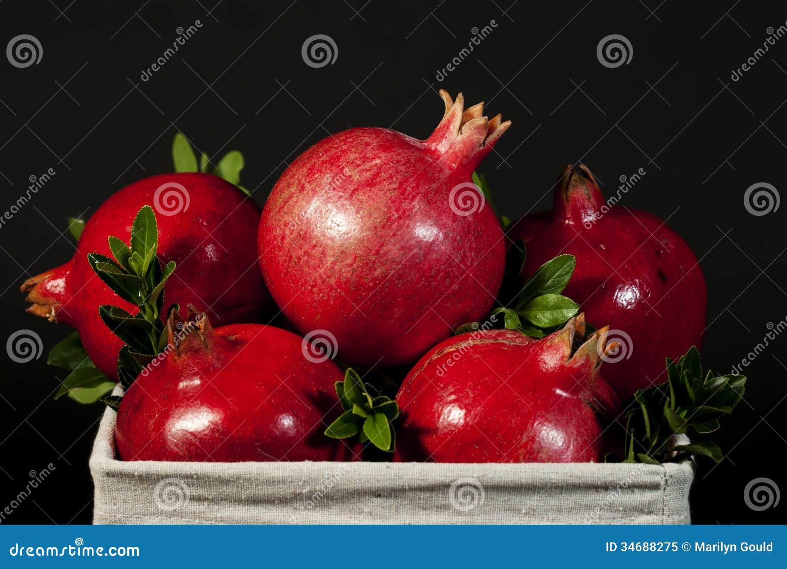 Fruits entiers de grenade photo libre de droits image 34688275 - Acheter des grenades fruits ...