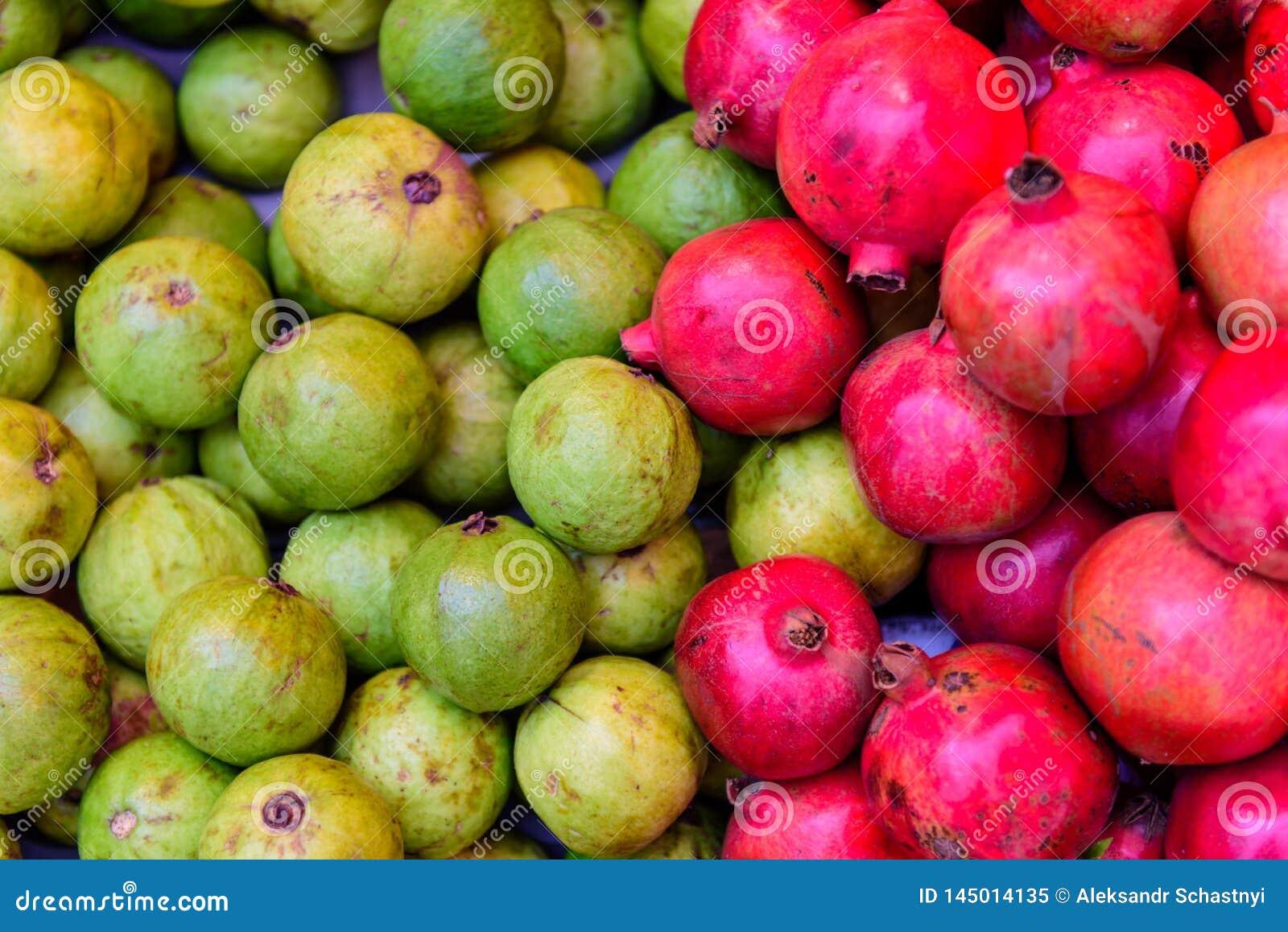 Fruits exotiques goyave et grenade