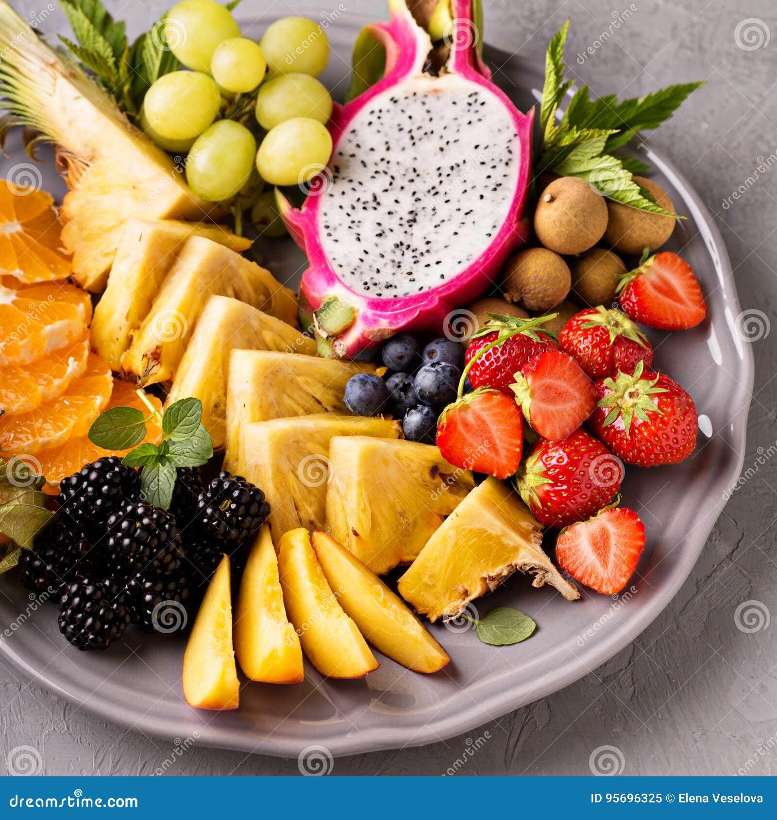 Fruits exotiques sur un plateau image stock image 95696325 - Image fruit exotique ...