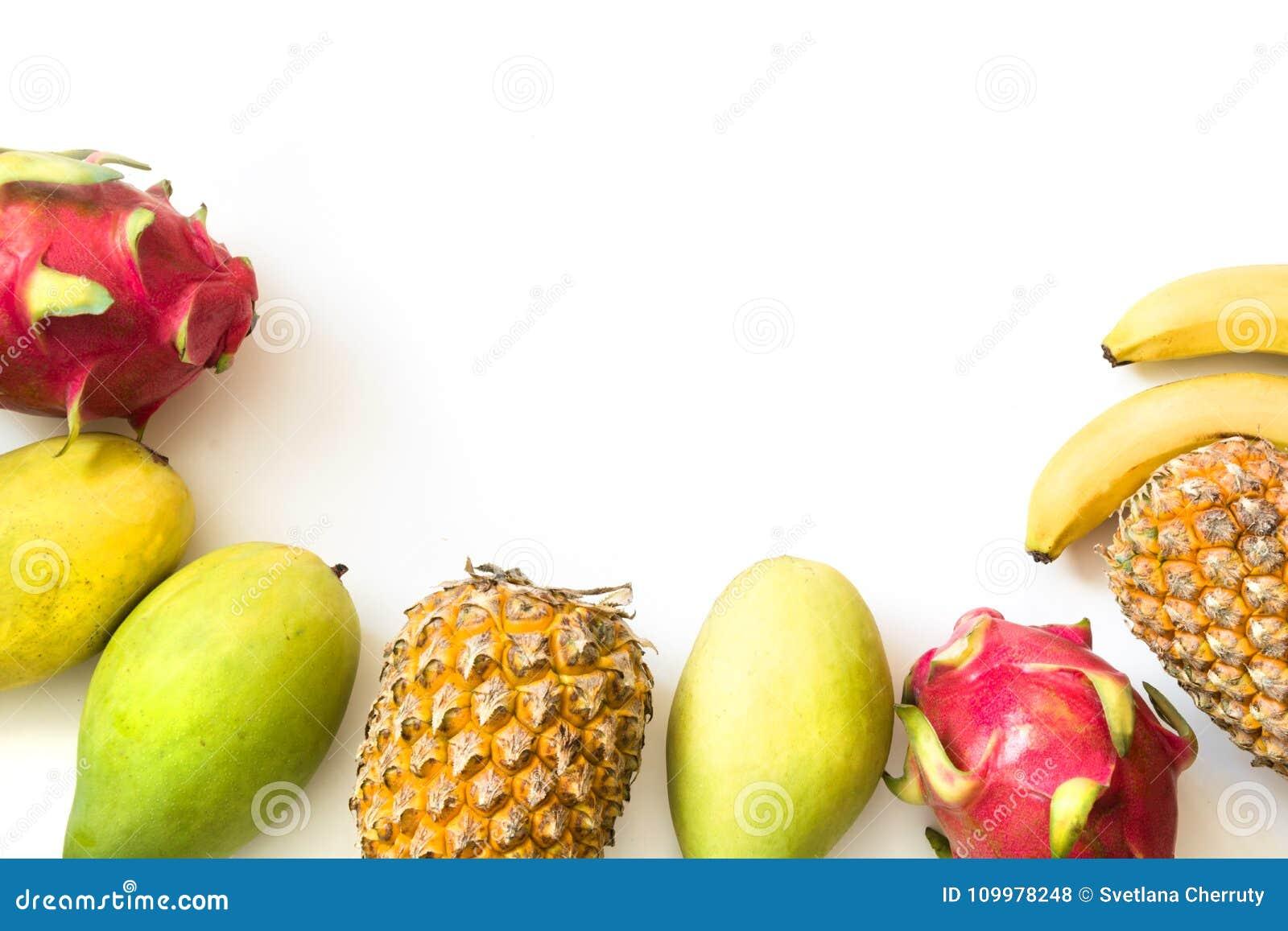 Fruits tropicaux d isolement Ananas, banane, fruit du dragon et mangue d isolement sur le blanc Vue supérieure