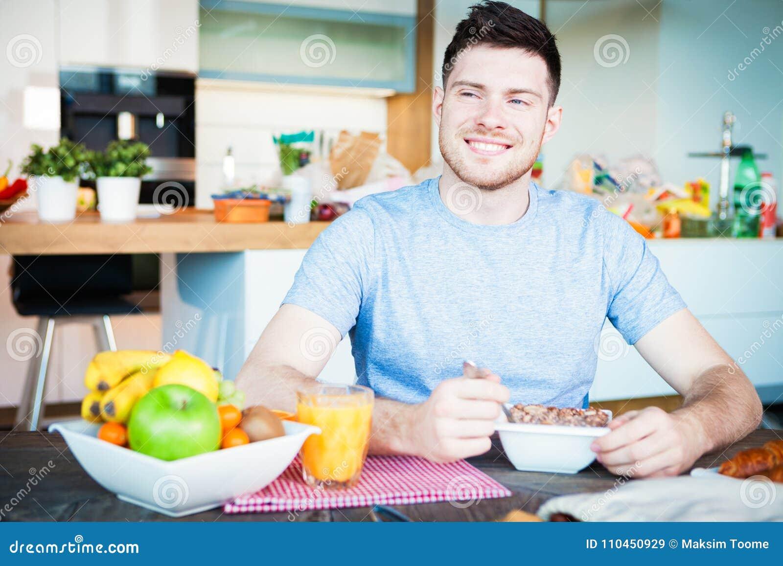 Frukost för ung man