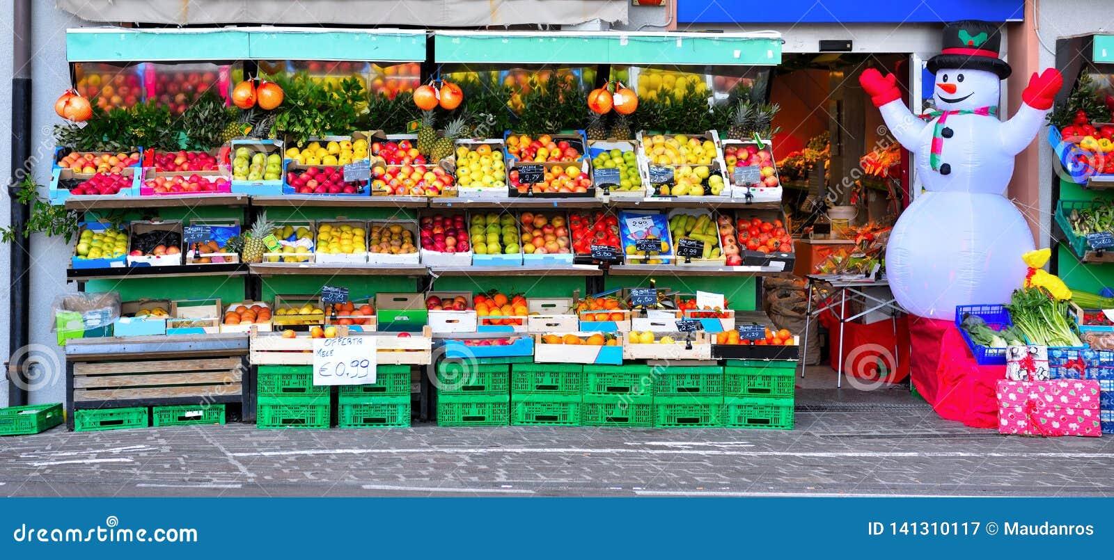 Frukt och grönsaken shoppar