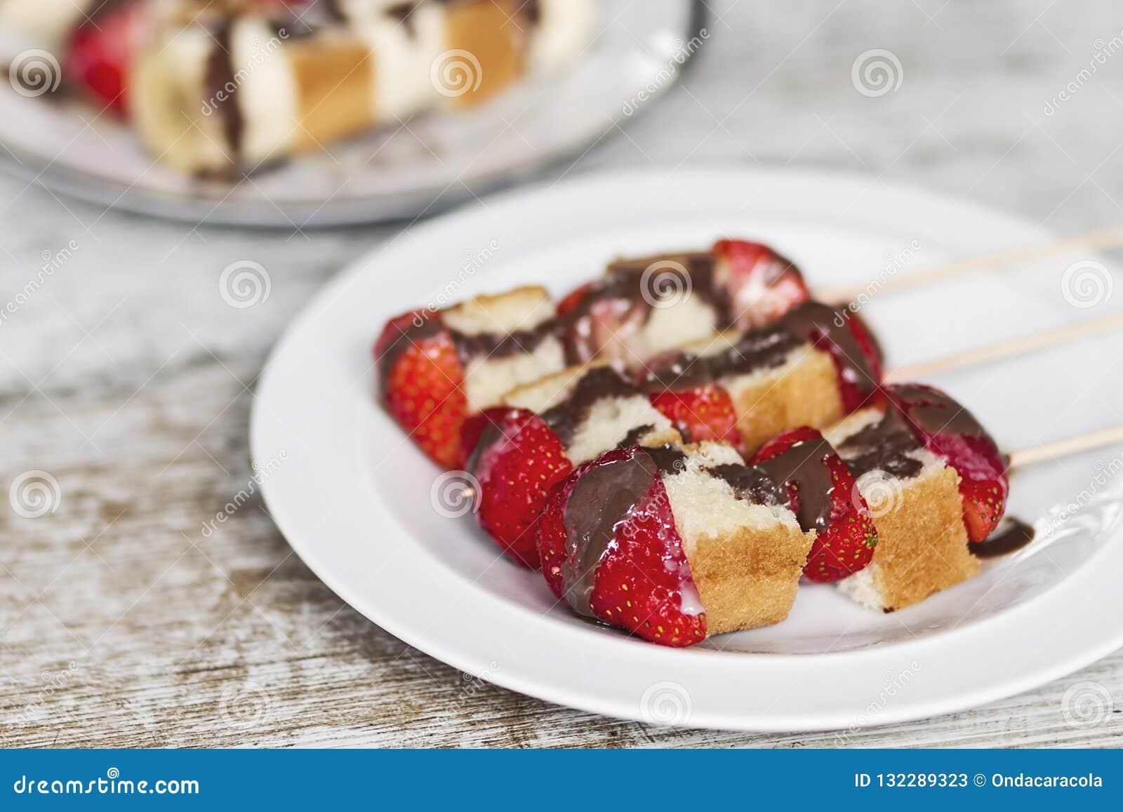 Frukt- och kakasteknålar