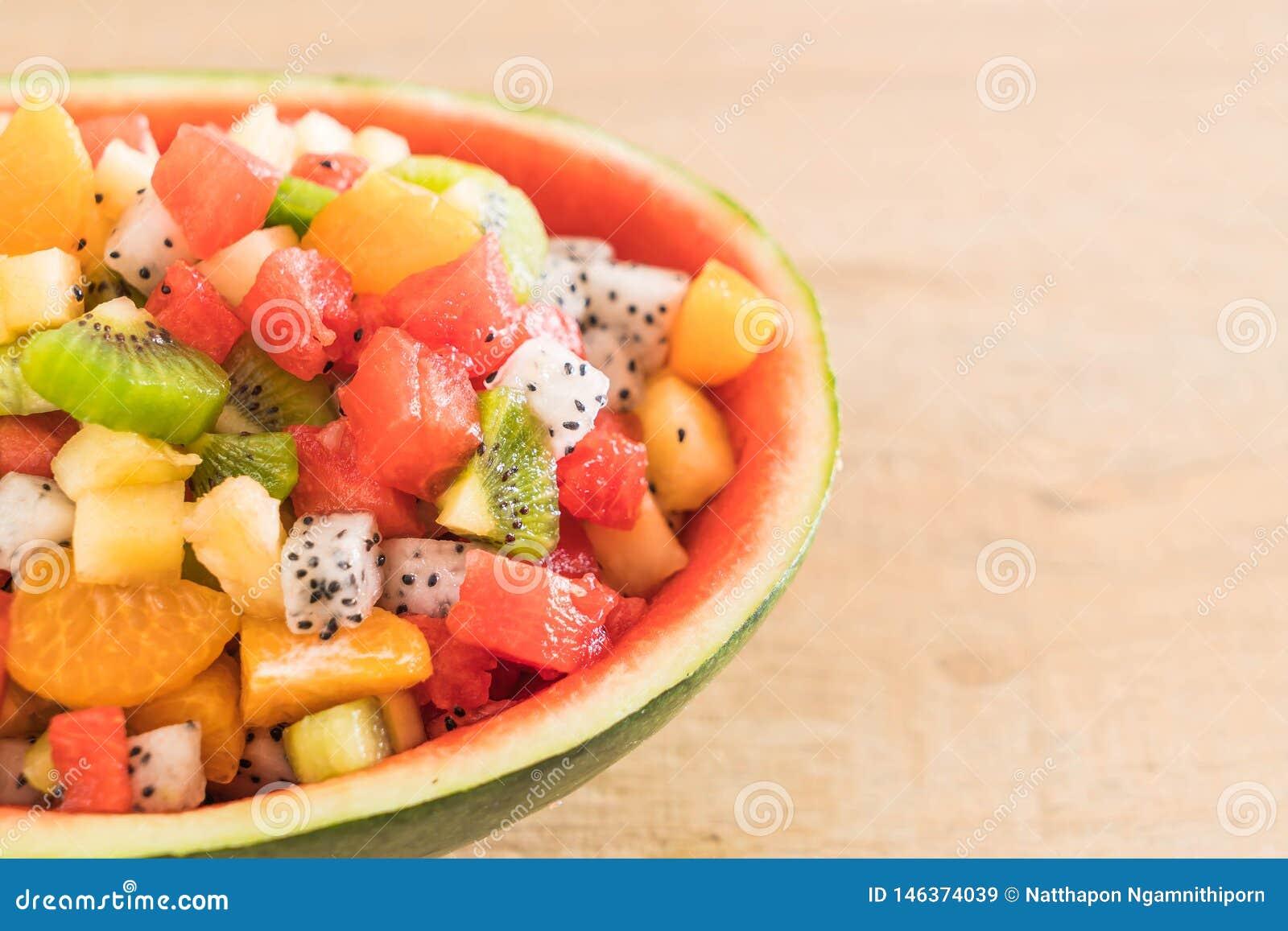 Frukter blandar skivat
