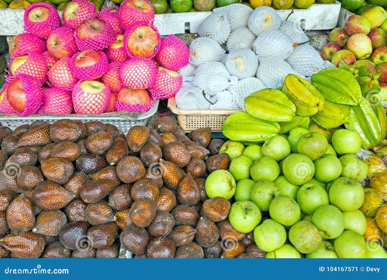 Frukter på marknaden i Java Indonesia