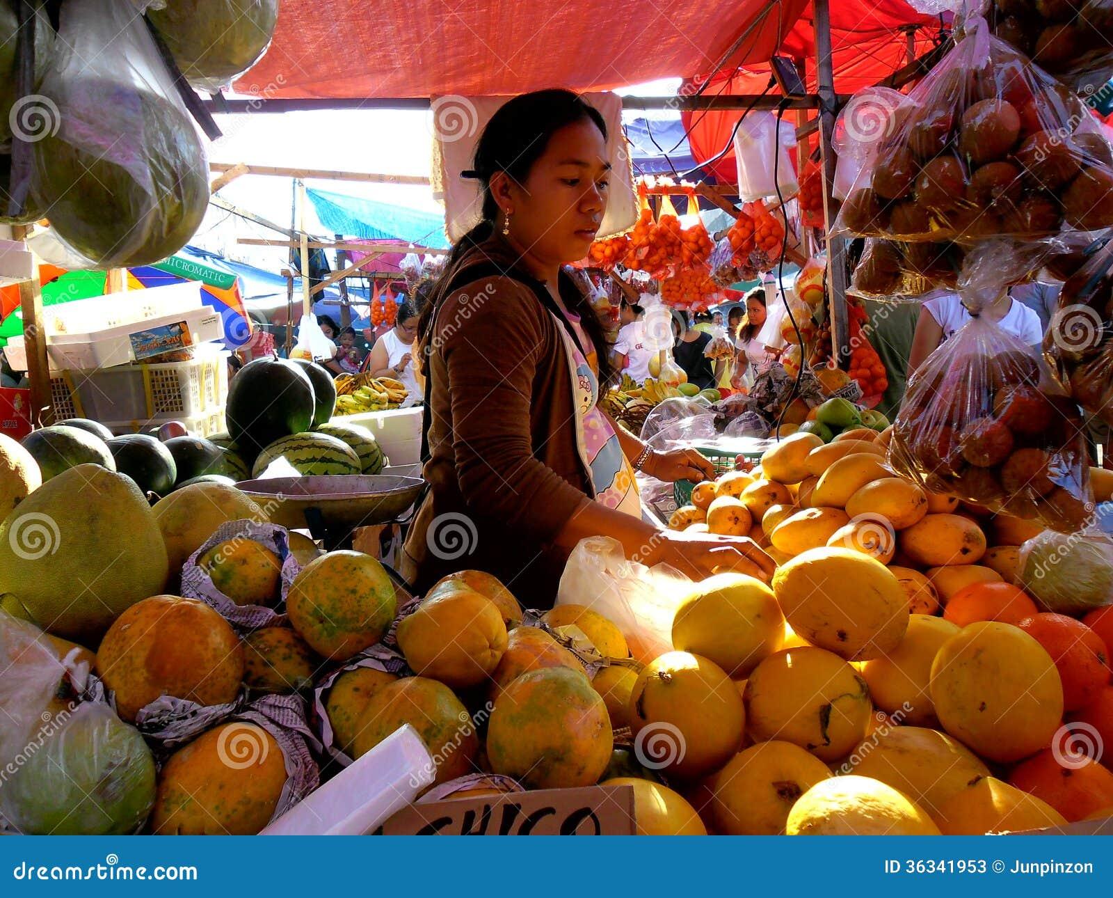 Fruktförsäljare i en marknad i Cainta, Rizal, Filippinerna, Asien