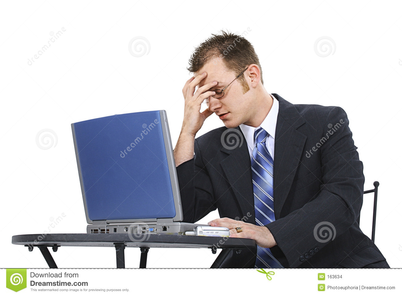 frustrated-business-man-suit-computer-163634.jpg